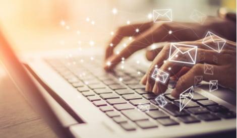 Email marketing webinar recording icon